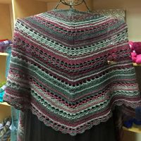 Crescent-Shaped Shawl *SixtyStyle*