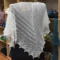 Crescent-Shaped Shawl *Claire*