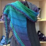 Triangular Shawl *LadyMinka*