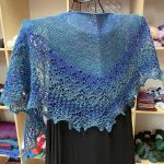 Crescent-Shaped Shawl *LazyLara*